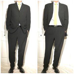 Hugo Boss Men's suit - Size 50 Euro / 40R US